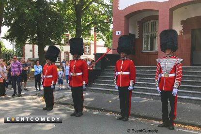 Comedy Queens Guard entertain the guests with perfect choreography at the open day of the Alanbrooke barracks in Paderborn.