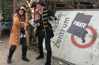 Pirate Walkact thrills at PIRATE Summit 2019 in Cologne.